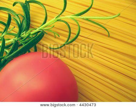 Špagety rajčata a rozmarýn Detail