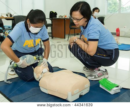 Basic life support training of paramedics