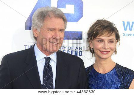 LOS ANGELES - APR 9: Harrison Ford, Calista Flockhart bei der Los-Angeles-Premiere von '42' TCL Chi