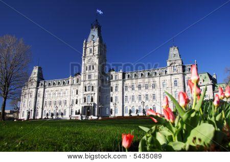 Quebec Parliament building (H?tel du Parlement) in winter Quebec city. poster