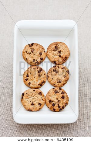 6 Freshly Baked Chocolate Cookies