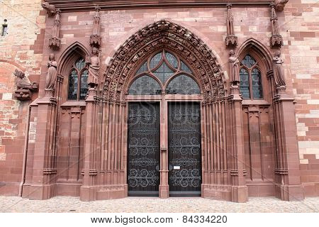 Switzerland, Basel cathedral's Gothic red sandstone main entrance