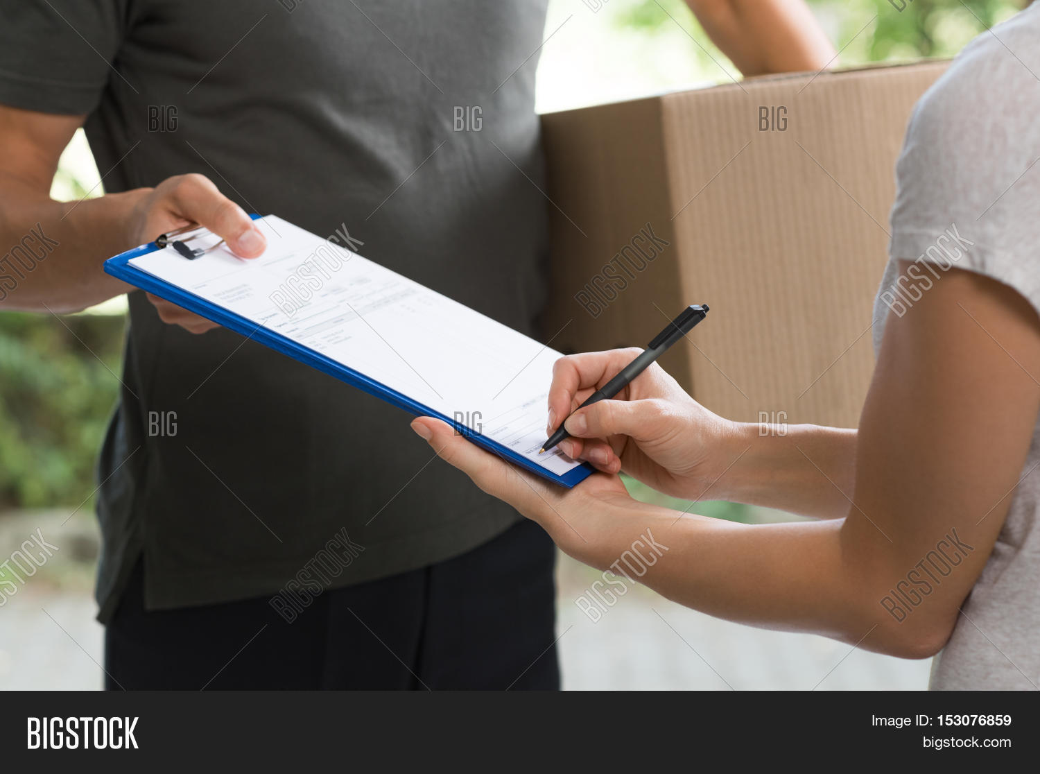 Ups Delivery Woman Woman Signing R...