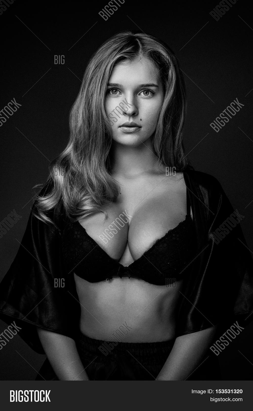 Sexy big breasted black women