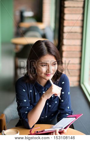 Asia business woman working planning concept in a cafe.