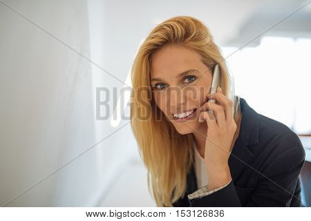 Attractive bussines woman talking on the phone.