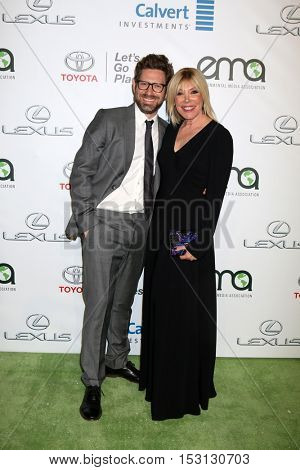 LOS ANGELES - OCT 22:  Asher Levin, Debbie Levin at the 26th Annual Environmental Media Awards at Warner Brothers Studio on October 22, 2016 in Burbank, CA