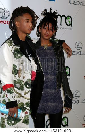 LOS ANGELES - OCT 22:  Jaden Smith, Willow Smith at the 26th Annual Environmental Media Awards at Warner Brothers Studio on October 22, 2016 in Burbank, CA