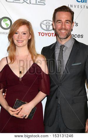 LOS ANGELES - OCT 22:  Kimberly Brook, James Van Der Beek at the 26th Annual Environmental Media Awards at Warner Brothers Studio on October 22, 2016 in Burbank, CA
