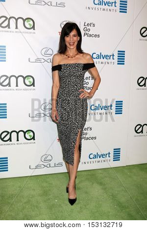 LOS ANGELES - OCT 22:  Perrey Reeves at the 26th Annual Environmental Media Awards at Warner Brothers Studio on October 22, 2016 in Burbank, CA
