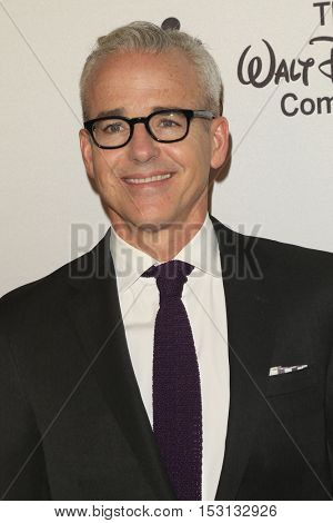 LOS ANGELES - OCT 21:  Jess Cagle at the 2016 GLSEN Respect Awards at Beverly Wilshire Hotel on October 21, 2016 in Beverly Hills, CA