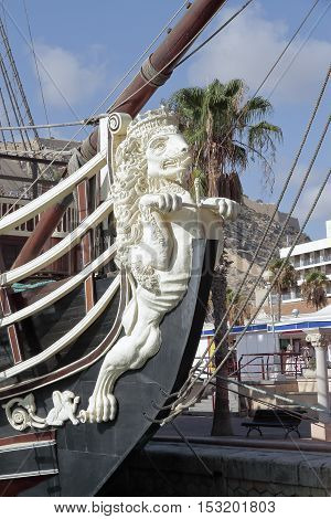 foreground of the figurehead lion shaped in an ancient warship