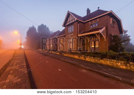 A monumental building that once served as a train station called 'Oosteinde' used from 1915 until 1972. The line was used by merchants from Amsterdam to buy flowers from the auction in Aalsmeer