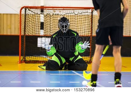Floorball Goalie is ready to make a great save