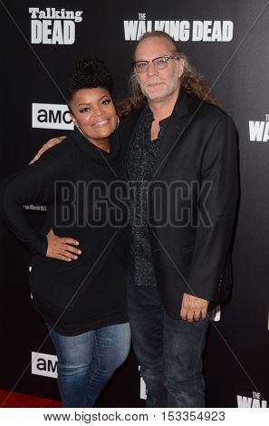 LOS ANGELES - OCT 23:  Yvette Nicole Brown, Gregory Nicotero at the AMC's Special Edition of