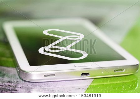 The link icon on the cell phone screen . The concept of valuable hyperlinks .