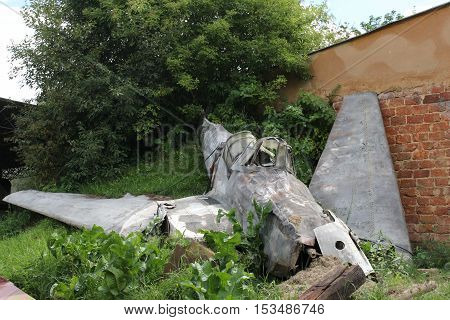 Plane crash / This is a broken plane at ground.