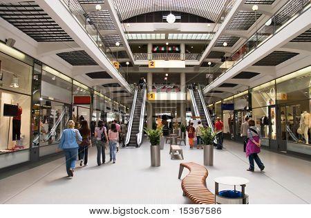 Große moderne Handelszentrum. Weitwinkel-Ansicht.