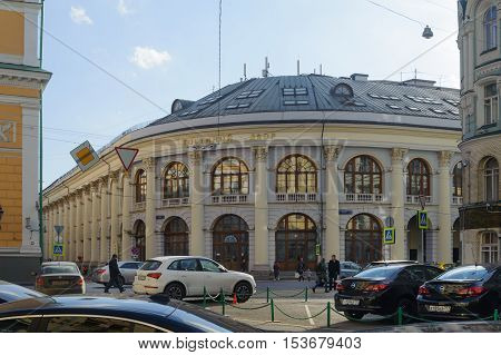 MOSCOW - OCTOBER 25: Gostiny Dvor and cars on Ilinka street on October 25 2016 in Moscow. Gostiny Dvor is Old Merchant Court in center of Moscow.