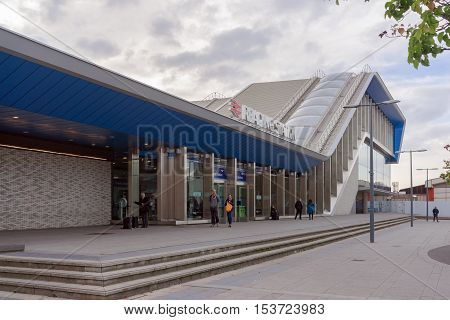 Reading/UK. 23rd October 2016. The northern entrance to Reading railway station on the Great Western mainline. The station has recently undergone an £850m refurbishment upgrade.