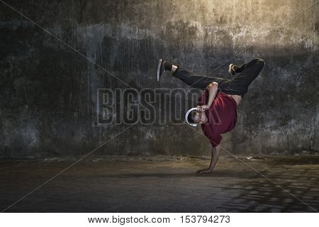 Breakdance Movement Teenagers Trendy Lifestyle Concept