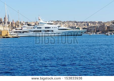 The view on Vittoriosa and motor yachts Malta