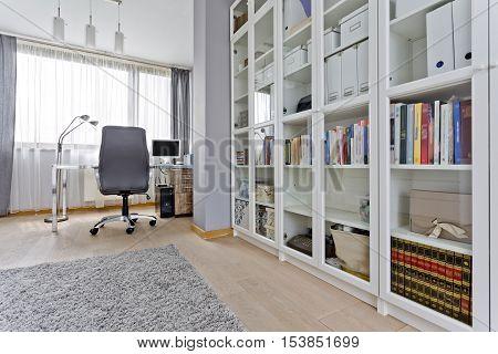 Spacious Study Room