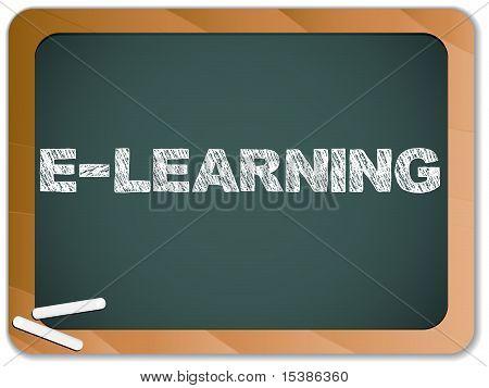 Pizarra con mensaje de E-learning, escrita con tiza