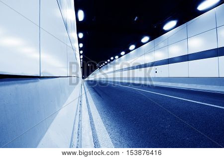 The car sped up at the entrance to the tunnel.
