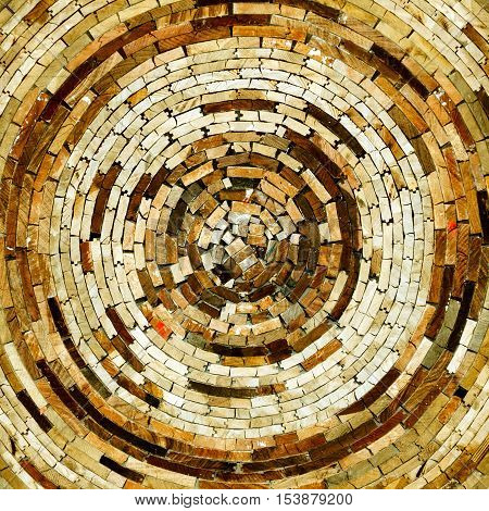 The wooden side of the circular arrangement of beautiful patterns.