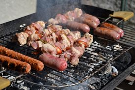Grilled meat with sausages and pork and chicken meat