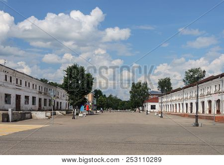Yuriev-polsky, Russia - July 15, 2018: Square With Old Trade Buildings In Ancient Russian Town Of Yu