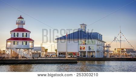 New Orleans, Usa - Nov 26, 2017: View Of The Iconic New Canal Lighthouse On The Left. Southern Yacht