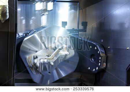 Cnc Lathe Machine Turning Machine Cutting The Metal Screw Thread Part By Lathe Cutter .hi-precision