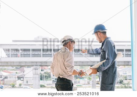 Construction Engineers Talk To Architects At Construction Sites Or Buildings.talking To The Construc