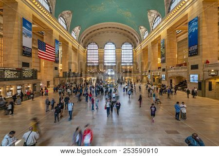 New York, Usa - May 11, 2018: Commuters At Grand Central Station In New York. It Is A Railway Termin