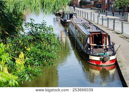 Chester, Uk: Aug 6, 2018: The Shropshire Union Canal Passes Through Chester. The City Is A Popular P