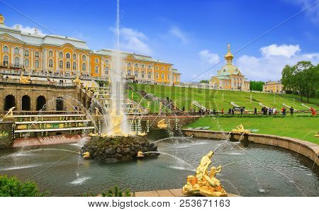 Peterhof, Russia - May 19, 2016: Grand Palace And The Grand Cascade Fountains In Petergof.