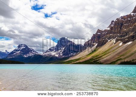 Bow Lake In Banff National Park, With Crowfoot Mountain And Crowfoot Glacier In The Background. Loca