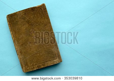 Very Old Gospel In Old Slavonic Language Were Published In 1915. Vintage Damaged Holy Russian Christ