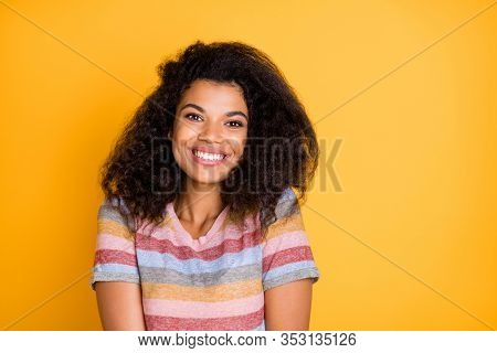 Close-up Portrait Of Her She Nice Attractive Lovely Cheerful Cheery Glad Delighted Joyful Wavy-haire