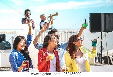 Young People Dancing And Having Fun Together At Spring Break Festival - Deejay Trumpet Player Entert