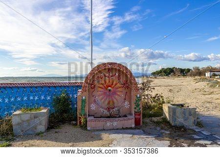 Fanari, Greece - November 29, 2019: Beautiful November Off-season Street View With A Fountain And Th