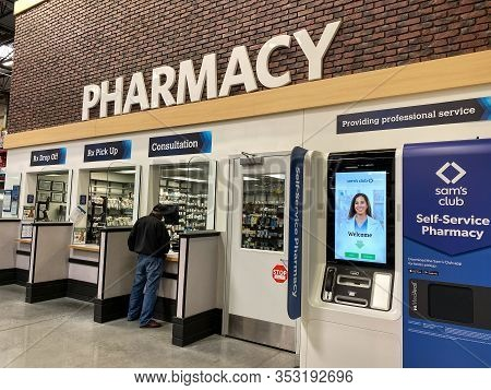 Orlando, Fl/usa-2/11/20:the Medavail Self Service Pharmacy Kiosk In The Pharmacy Department Waiting