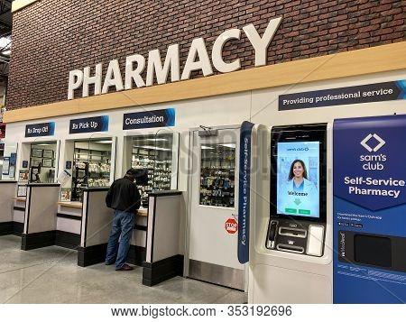 Orlando, Fl/usa-2/11/20:the Medavail Self Service Pharmacy Kiosk In The Pharmacy Department Waiting