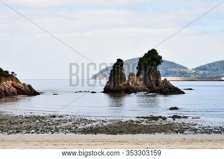 Os Castelos Rocks On The Beach Of Seiramar, Between Covas A Sacido, In Viveiro, Lugo, Galicia. Spain