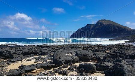 The Dramatic Lava Coastline Of Mokapu On Oahu, Hawaiis South Shore.