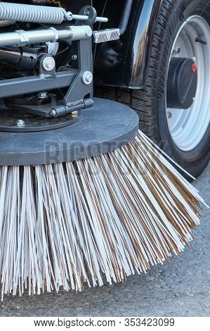 Sweeping Equipment For Routine Year-round Municipal Street And Highway Sweeping.big Round Broom Of S