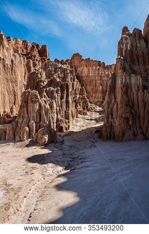 000196 - A Beauttifully Hoodoo Formed Canyon At Cathedral Gorge, Nevada Is Highlighted By The Mornin