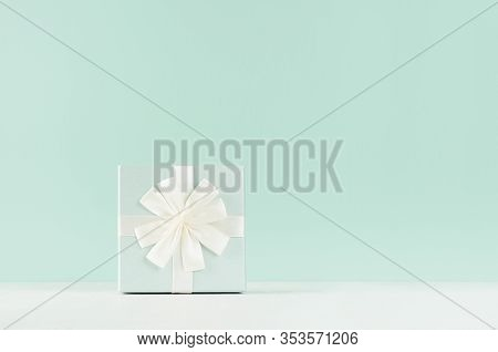 Elegant Delicate Celebration Background With Closed Standing Square Gift Box With Ribbon And Knot On